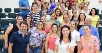 Prefeita Patricia ao lado de Professores, Secretários e Profissionais da Educação
