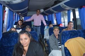16-05 - Dentro do ônibus da Secretaria de Saúde, Marcelo Rosa confere alegria dos pacientes pela garantia do atendimento especializado em Curitiba