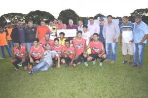 Equipe campeã Brutus, com o prefeito Ricardo, vereadores Joel, Edsilson, secretários Dr. Mauro e Zé Belo, desportistas Bia e Pelezinho