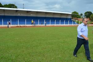 Prefeito Ricardo Fávaro vistoria o estádio Virotão recém revitalizado e que sediará jogos da Copa Assomasul