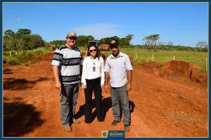 Vice Prefeito, Prefeita e Encarregado acompanham obras no Assentamento Auxiliadora