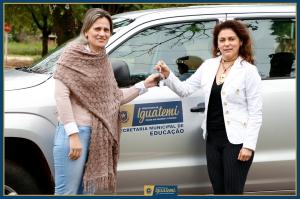 Prefeita Patricia entrega chaves do veículo a Secretária Susana