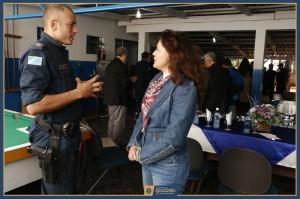Prefeita conversa com o 1º Tenente Nogueira, novo comandante