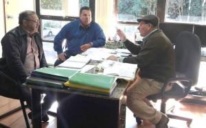 Prefeito Ricardo Fávaro e secretário Zé Belo em audiência com o presidente da Agraer, Enelvo Felini