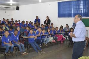 Prefeito Ricardo Fávaro garante mais um incentivo aos alunos através da doação de uniformes escolares