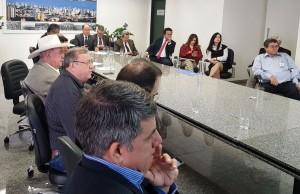22-08- Prefeito Ricardo e deputados em reunião com diretores da CCR MSVia