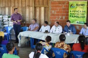 Vice-prefeito Mano reitera apoio da Administração Municipal nas ações de apoio aos agricultores familiares, durante entrega de contratos de uso da terra e DAPs