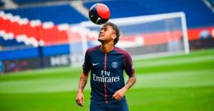 neymar-bate-bola-durante-a-apresentacao-oficial-no-psg-1501850688715_956x500