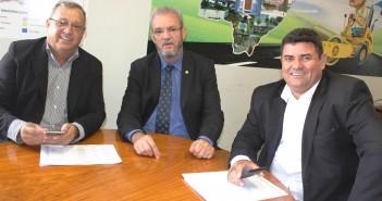 Presidente-da-Câmara-Edilson-Pereira-à-direita-durante-audiência-com-o-deputado-federal-Geraldo-Resende-e-o-prefeito-Ricardo-Fávaro