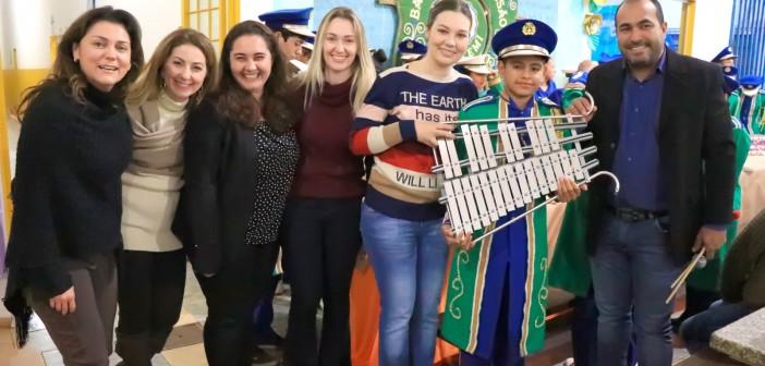 Iguatemi- Sicredi e Prefeitura entregam novos instrumentos para a banda de percussão municipal
