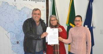 Prefeito repassa Documento que garante reabertura do INSS às servidoras da Prefeitura que atuarão no órgão