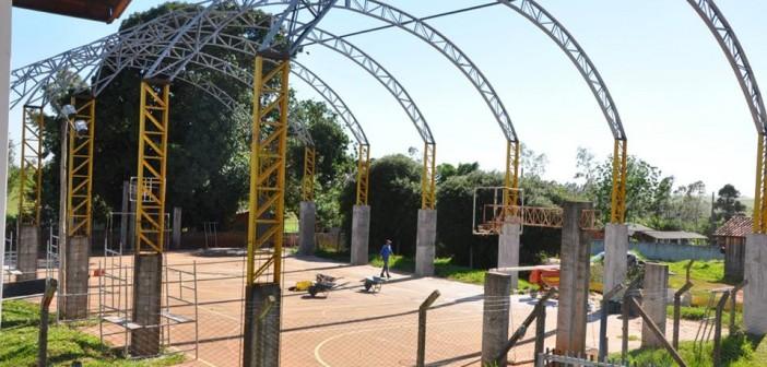 Iguatemi- Prefeitura retoma obra de ginásio no Rancho Loma e cobertura de quadra no Auxiliadora