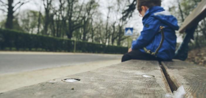 Tristeza: menino de 10 anos comete suicídio após a prisão do pai