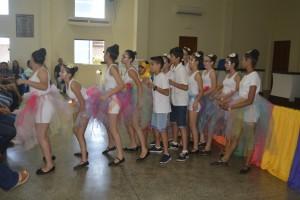 Na abertura do Seminário foi feito uma apresentação com as alunas de Arte da Professora Mares. Foto Evaldo Sérgio