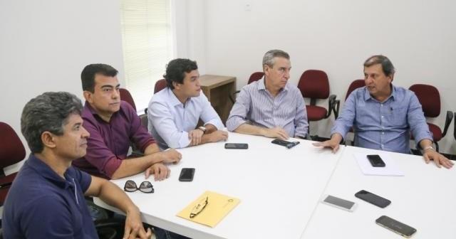 Rinaldo, Marçal, Beto, Corrêa e Sérgio de Paula, dirigente do PSDB, em reunião que definiu candidatura à presidência da Assembleia. (Foto: Paulo Francis)