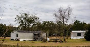 Crianças morrem após ficarem trancadas em freezer no quintal de uma casa na Flórida, nos EUA — Foto: Lauren Bacho/The Gainesville Sun via AP