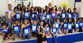 Iguatemi- Secretaria de Educação entrega Kit Escolar para alunos da Educação Infantil e Ensino Fundamental