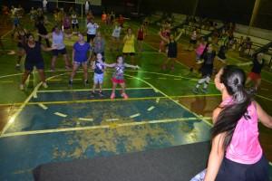 Professora Aline Rudnick ministra aula de dança na reabertura do projeto Balança Itaquiraí (2)