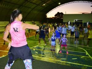 Professora Aline Rudnick ministra aula de dança na reabertura do projeto Balança Itaquiraí (3)