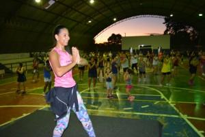 Professora Aline Rudnick ministra aula de dança na reabertura do projeto Balança Itaquiraí (4)