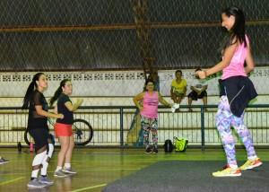 Professora Aline Rudnick ministra aula de dança na reabertura do projeto Balança Itaquiraí (5)