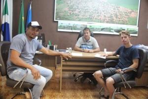 Prefeito Carlinhos  incentiva o desenvolvimento do município de Tacuru.