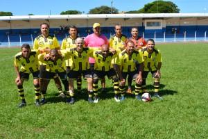 Hidráulica Central Veteras (Naviraí), aplicou três gols no outro representante de Naviraí, o Botafogo, na 2ª rodada do Regional de Suíço Master. Foto: Roney Minella