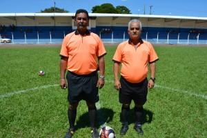 Árbitros Pedro Pires (Pedrão) e Madureira atuaram na rodada disputada ontem, no Estádio Municipal Carminatão. Foto: Roney Minella