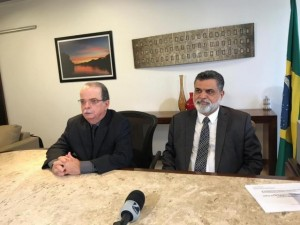 Presidente do TRT 24 Nicanor Araújo Lima e o Ministro do TST Lelio Bentes Corrêa durante coletiva. (Foto: Tatiana Marin)