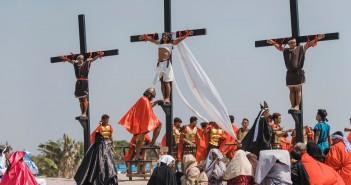 Encenação da Paixão e Morte de Jesus Cristo, na aldeia de San Pedro Cutud, província de Pampanga, no norte das Filipinas — Foto: Iya Forbes/AP