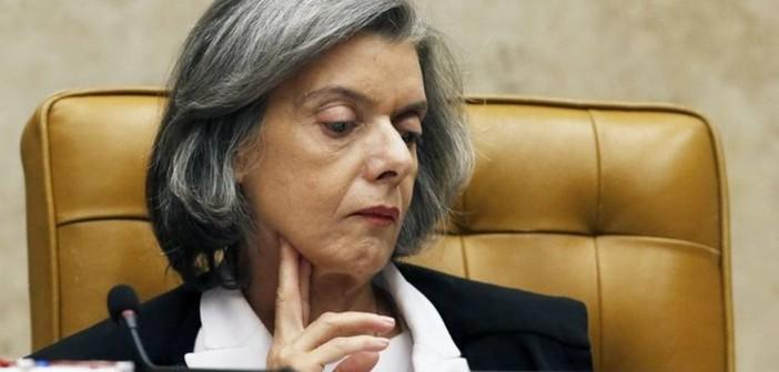 MINISTRA CÁRMEN LÚCIA CASSA LIMINAR QUE LIBERAVA 'CURA GAY'