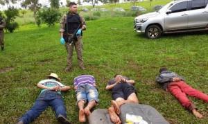 Na imagem, os presos durante a operação (Foto: Capitan Bado)