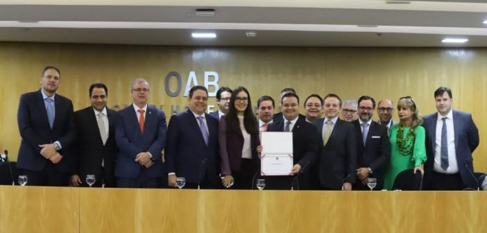 Na OAB, Fábio Trad recebe diploma por serviços prestados a Estado Democrático de Direito
