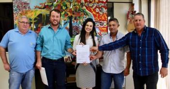 Foto: Divulgação  Carlos Simon, vice-prefeito Mano, Mara Caseiro, Renaldo Silva e vereador Ney Portela
