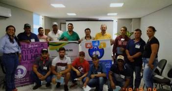 Rozivânia Quevedo (da Coordenadoria da Mulher), os participantes do curso e, ao centro, o instrutor do Senar, Elias Prado. Foto: Divulgação