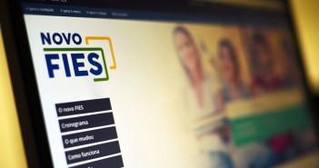 Bolsonaro sanciona lei que suspende pagamento de parcelas do Fies até dezembro de 2020