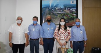 Prefeita Rhaiza Matos e gerente de Desenvolvimento Econômico Eugênio Guedes anunciam conquista durante reunião com agroindustriais