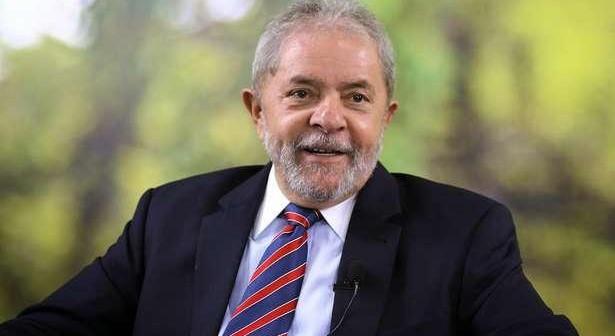 Lula cogita ir a ato de rua contra Bolsonaro